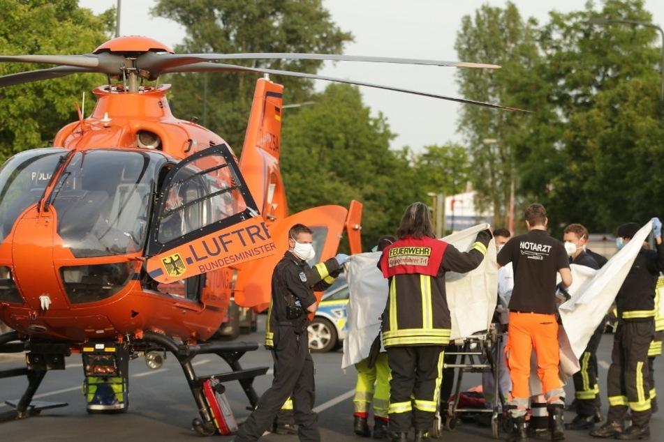 Mensch fängt in Düsseldorf Feuer und verletzt sich lebensgefährlich