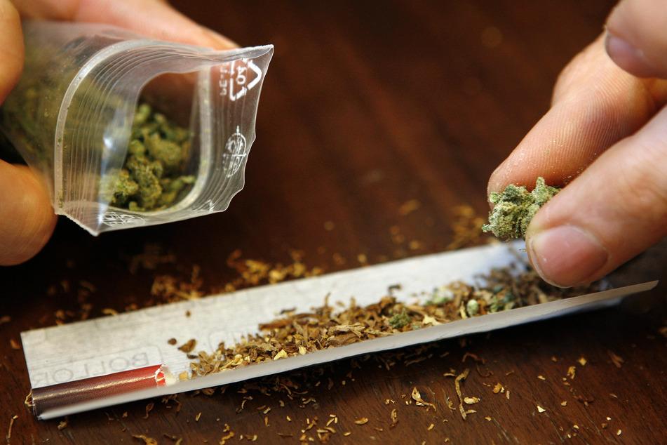 Als Schmerzmittel ließ sich de Krebspatient auf Privatrezept Cannabis-Blüten verordnen. (Symbolbild)