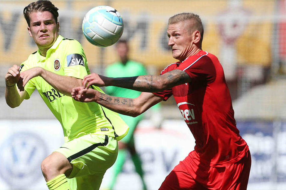 Voller Einsatz: Marc-Philipp Zimmermann beim Heimspiel in Dresden gegen Wehens Sven Müller.