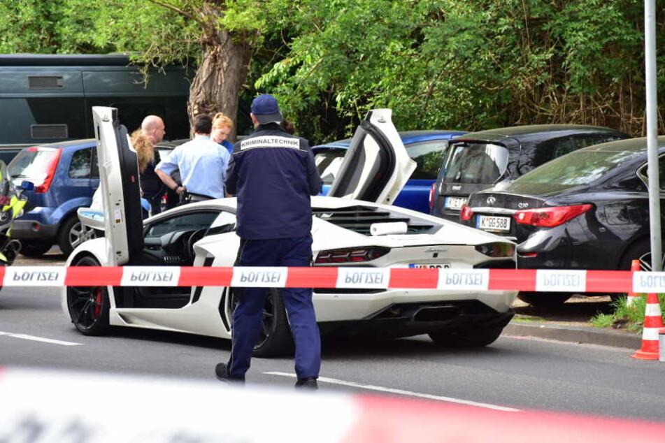 Der weiße Lamborghini soll dem Kölner Bandidos-Boss gehören. Er ließ ihn stehen.