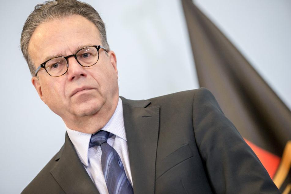 Bundesagentur-Chef Frank-Jürgen Weise kritisiert, dass nicht genügend Ein-Euro-Jobs geschaffen werden.