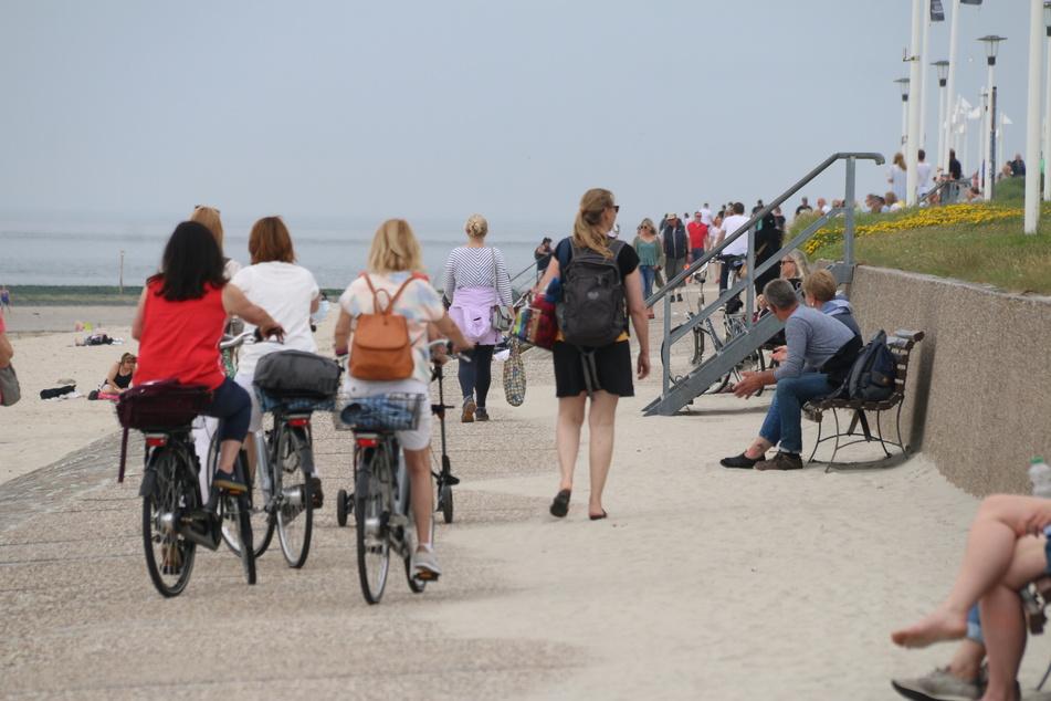 Die Strandpromenade auf Norderney ist wieder gut besucht.