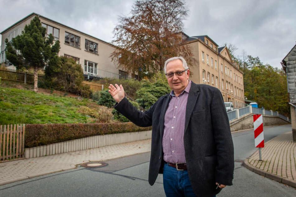 Klaffenbachs Ortsvorsteher Andreas Stoppke (59, Freie Wähler) hofft, dass der Stadtrat Geld für weitere Sanierungsmaßnahmen an der Grundschule Klaffenbach bereitstellt.