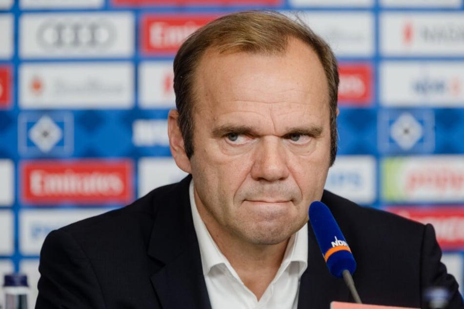 HSV-Boss Bernd Hoffmann verspricht das kontrollierte Abbrennen von Pyro-Technik noch in dieser Saison.