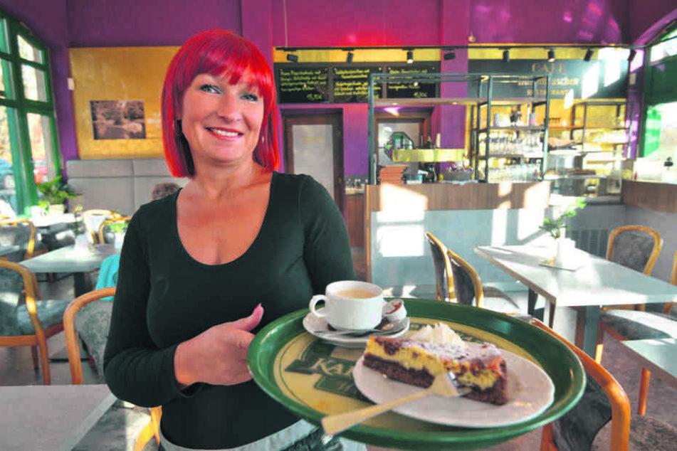 Silke Hirsch freut sich über die Wiedereröffnung ihres Cafés.
