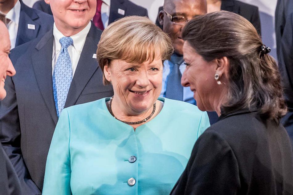 Gesundheitsministerin Agnès Buzyn  (re.) (hier mit Angela Merkel beim G20 in Hamburg) erklärt die Teuerung mit den täglich 200 französischen Toten durch den Qualm..