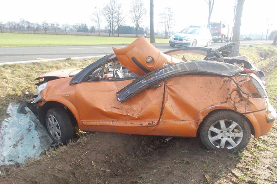 Das Dach des Citroen der 19-Jährigen war vom Unfall komplett eingedrückt.