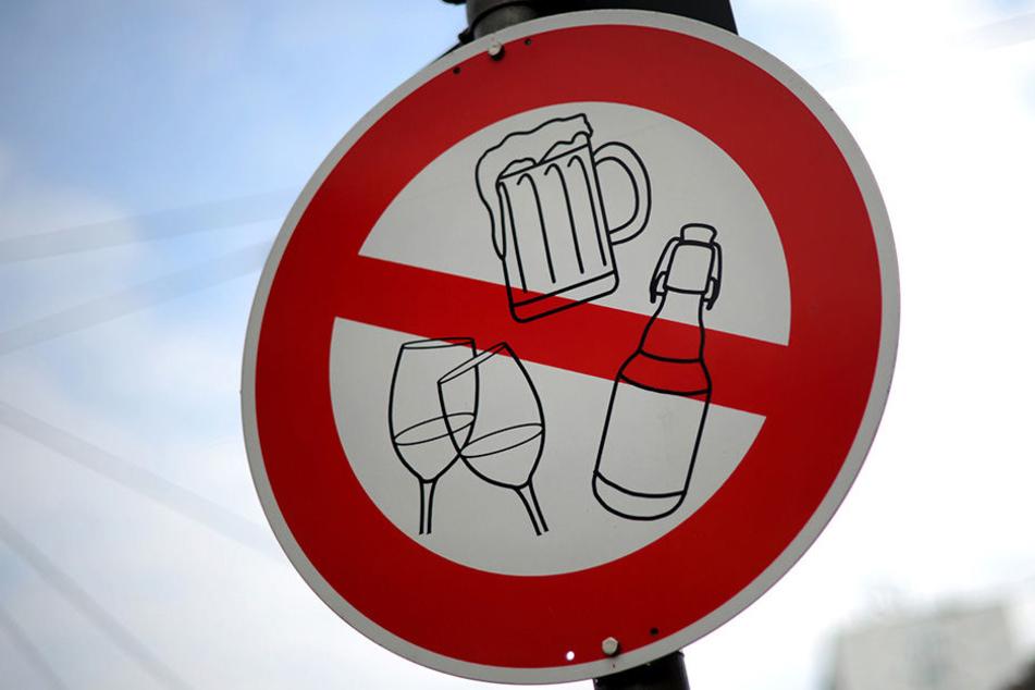 Darf an den Haltestellen des öffentlichen Nahverkehrs bald kein Alkohol getrunken werden? (Symbolbild)