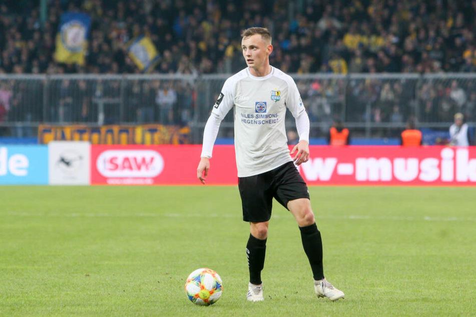 In Braunschweig stand Nils Blumberg nach rund dreimonatiger Abstinenz in der 3. Liga mal wieder auf dem Platz. Nach anfänglicher Nervosität löste er seine Aufgabe sehr ordentlich.