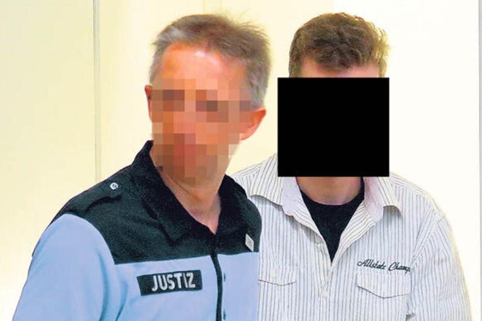 Nils F. (26) wurde zum Prozess noch in Handschellen gebracht. Nach dem Urteil wurde der Haftbefehl aufgehoben.