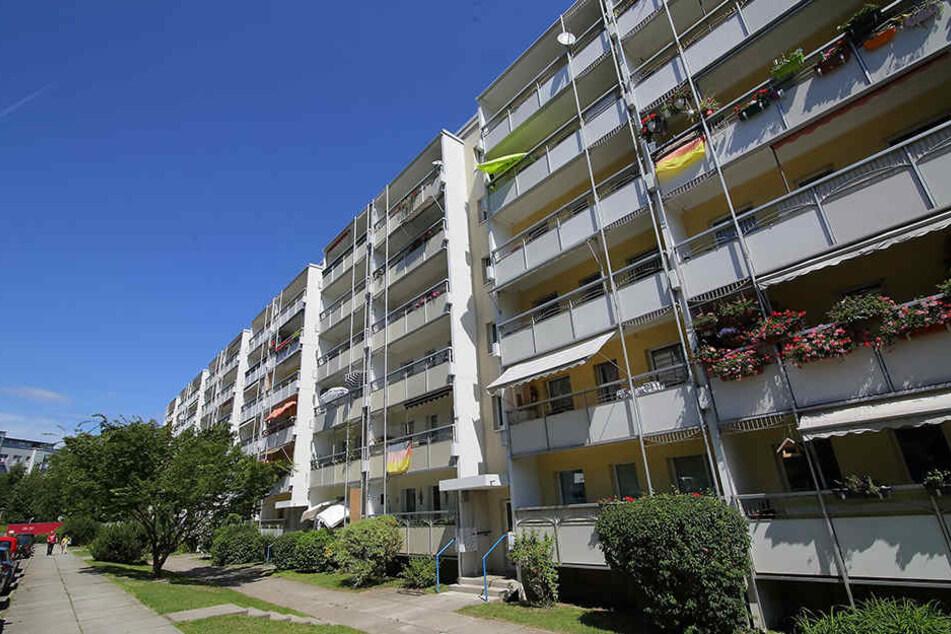 In Dresden hat der Immobilien-Gigant 38.500 Wohnungen, zum Beispiel auch am Limbacher Weg.