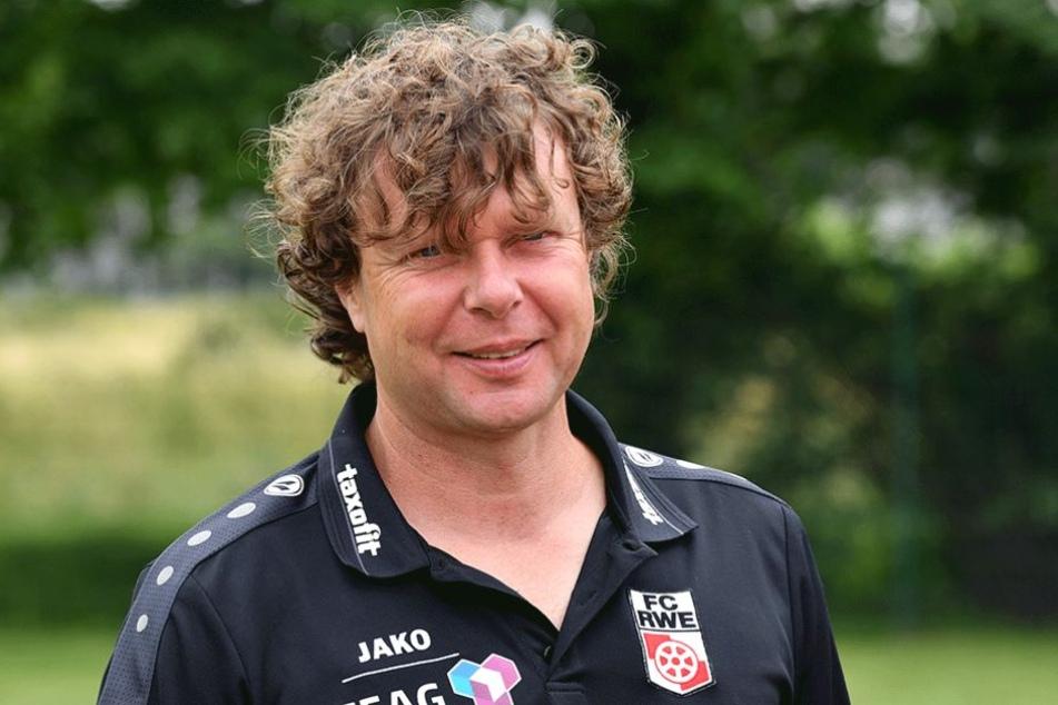 rfurts Trainer Stefan Krämer freut sich über das Los für die 1. Runde im DFB-Pokal.