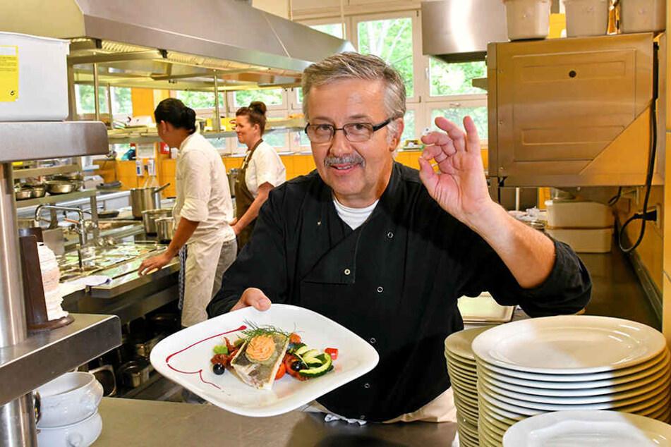 Chefkoch Matthias Kusber (58) kocht seit fast 40 Jahren im Panoramarestaurant. Ihm zur Seite stehen in der Küche 18 Mitarbeiter.