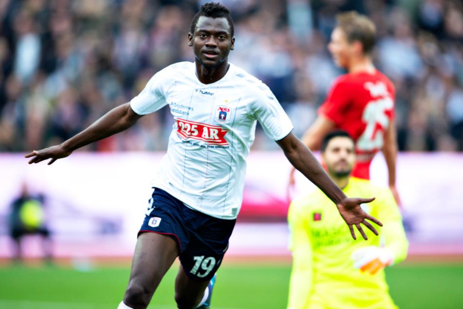 Mustapha Bundu (23) von Aarhus GF soll bei Borussia Dortmund auf dem Zettel stehen.
