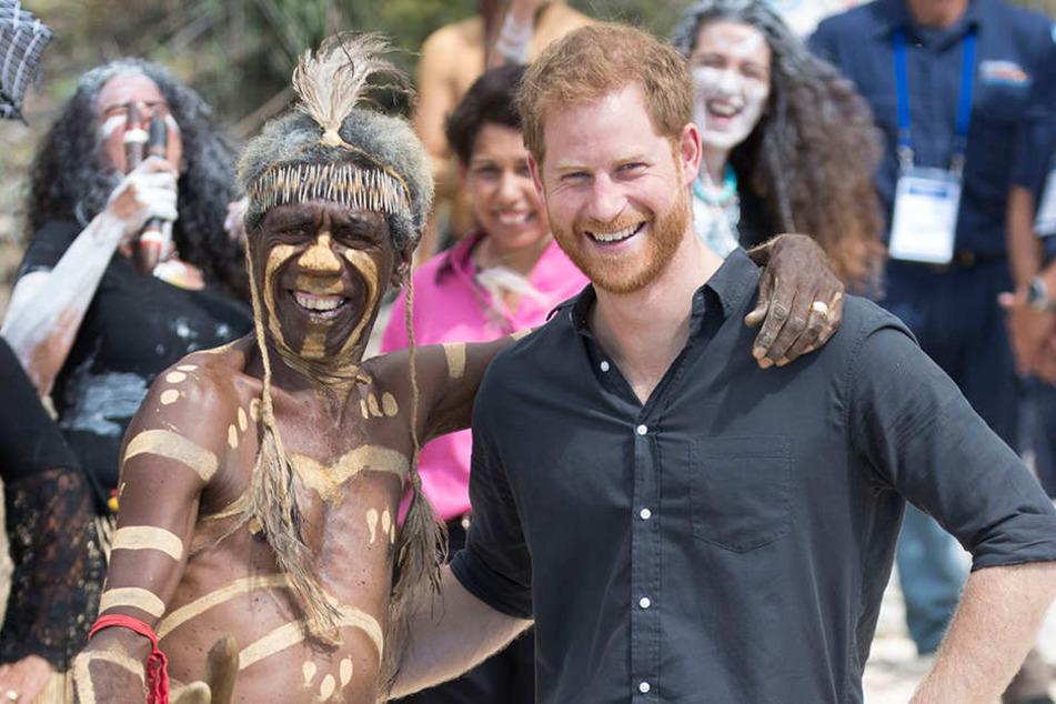 Prinz Harry zeigt auf seiner Reise keine Berührungsängste.