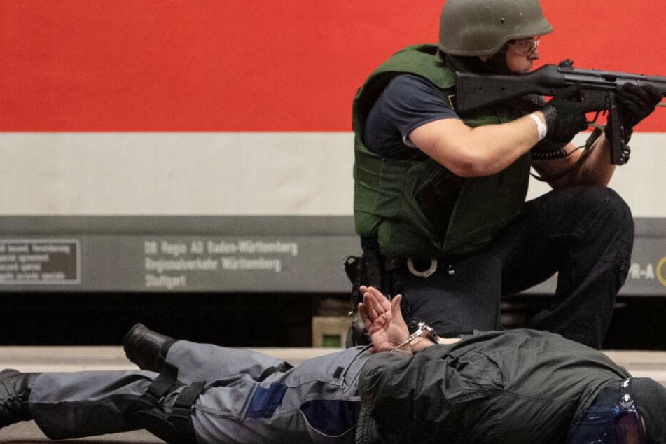 Rechter Anschlag in Halle hallt nach: Polizei mit Anti-Terror-Übung