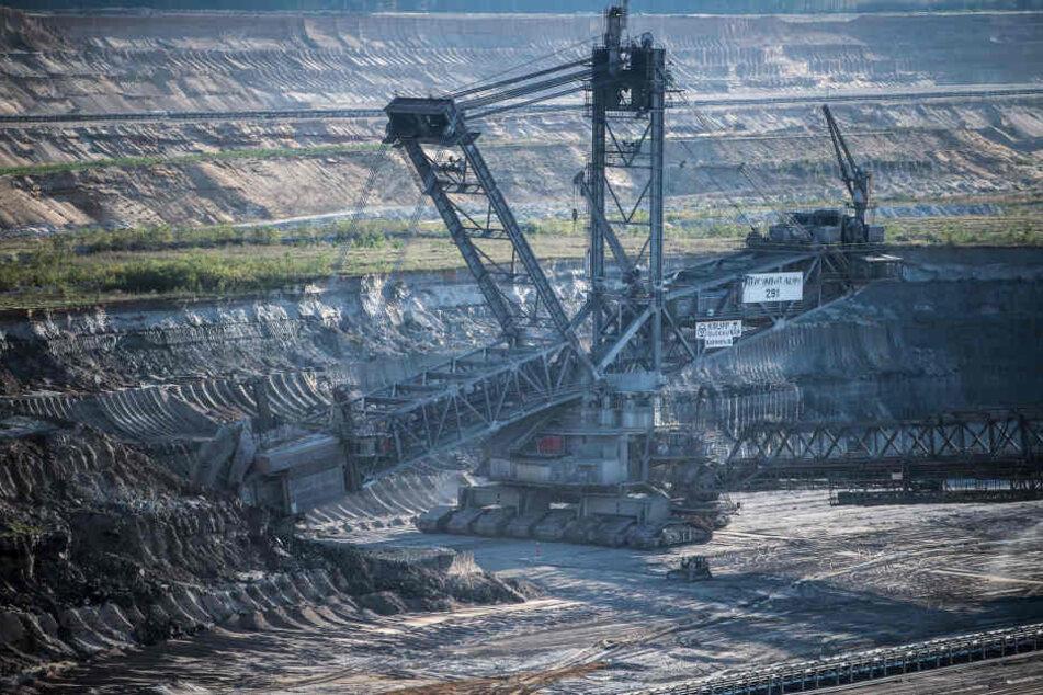 Braunkohle-Bagger im Tagebau von RWE.