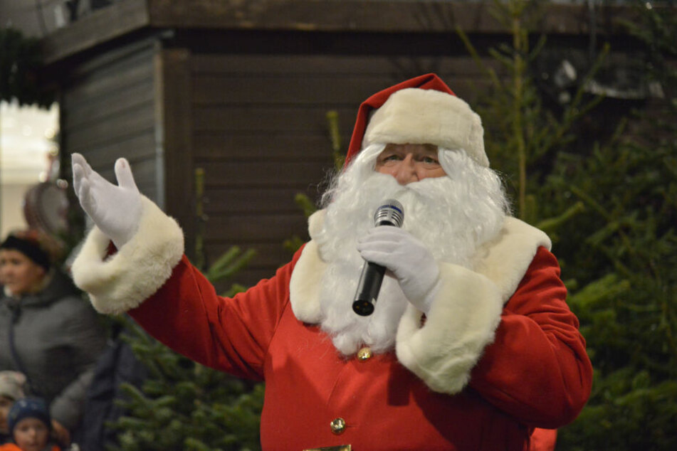 Der Weihnachtsmann übernahm am Montag das Regiment.