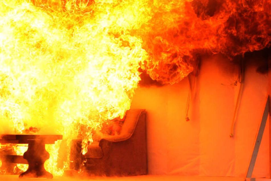 Die Wohnung brannte fast komplett aus (Symbolfoto).