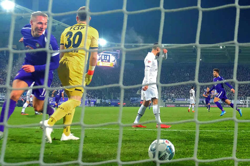 Florian Krüger (l.) jubelt nach seinem Führungstreffer beim Sieg gegen den FC St. Pauli.