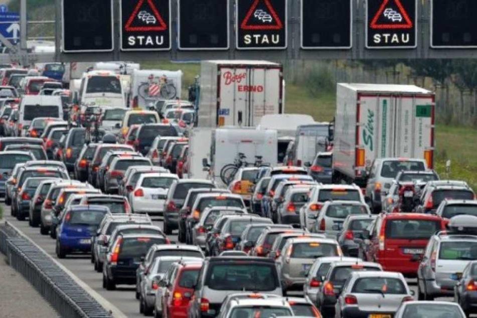 Wer am Donnerstagvormittag auf der A44 unterwegs war, musste mit sehr langen Verzögerungen rechnen. (Symbolbild)