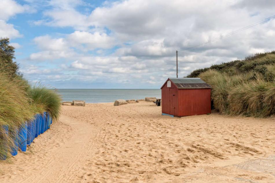 Am idyllischen Strand von Hemsby mussten jetzt Häuser evakuiert werden.