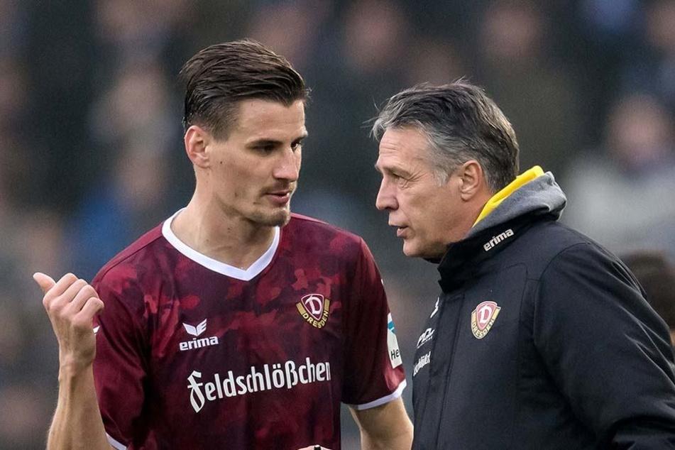 Gewonnen, aber Trainer Uwe Neuhaus (r., mit Stefan Kutschke) musste sich in der Schlussphase der Bielefeld-Partie mehrfach die Haare raufen.