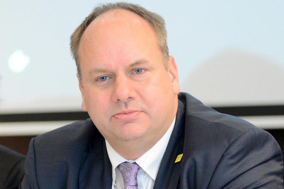 Oberbürgermeister Dirk Hilbert (45, FDP) warb vergeblich für die Freigabe der  Gelder durch den Stadtrat.