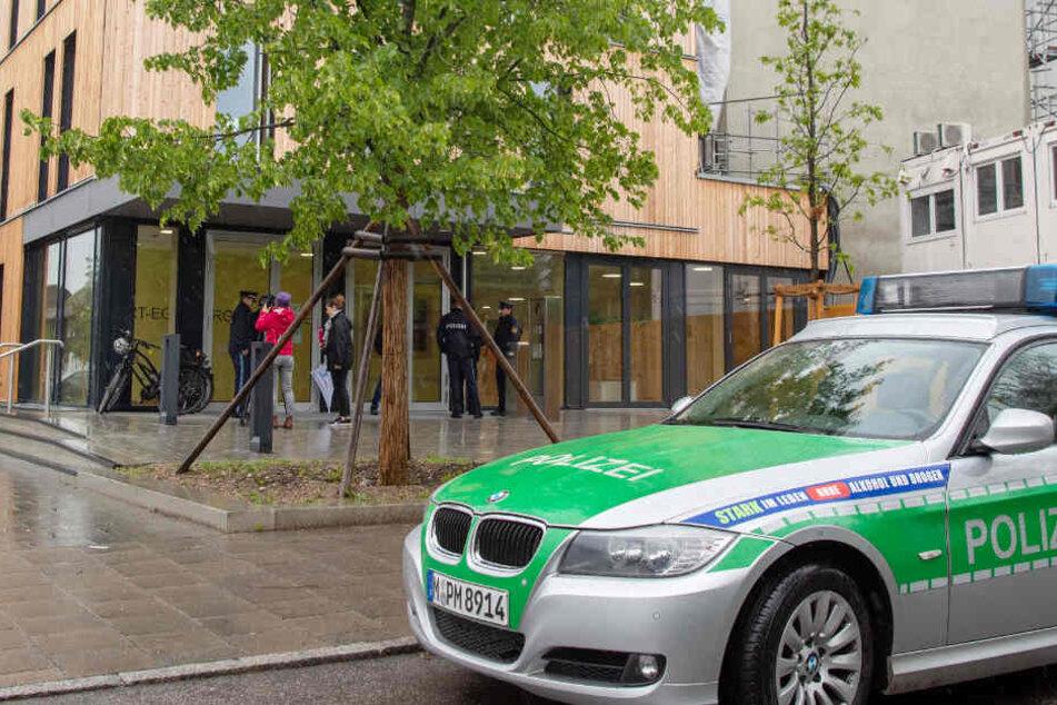 In München haben Drohungen gegen Schulen für einen großen Polizeieinsatz gesorgt.