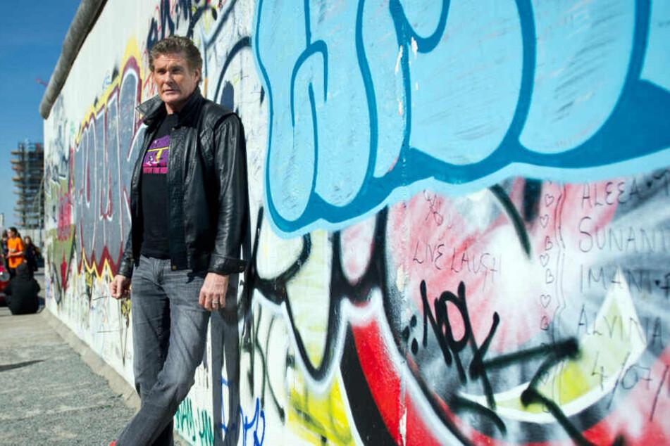 David Hasselhoff bei einem Besuch an der East Side Gallery.