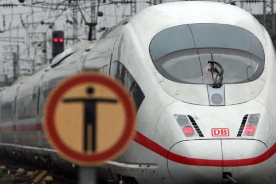 Es sollen weitere Anschläge auf ICE-Züge geplant sein. (Symbolbild)
