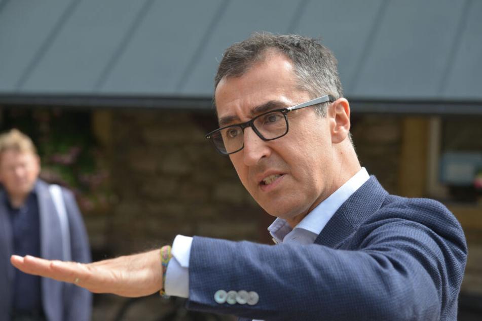 Nach seinem Besuch bei der Firma Huss kam Cem Özedmir mit Bürgern ins Gespräch.