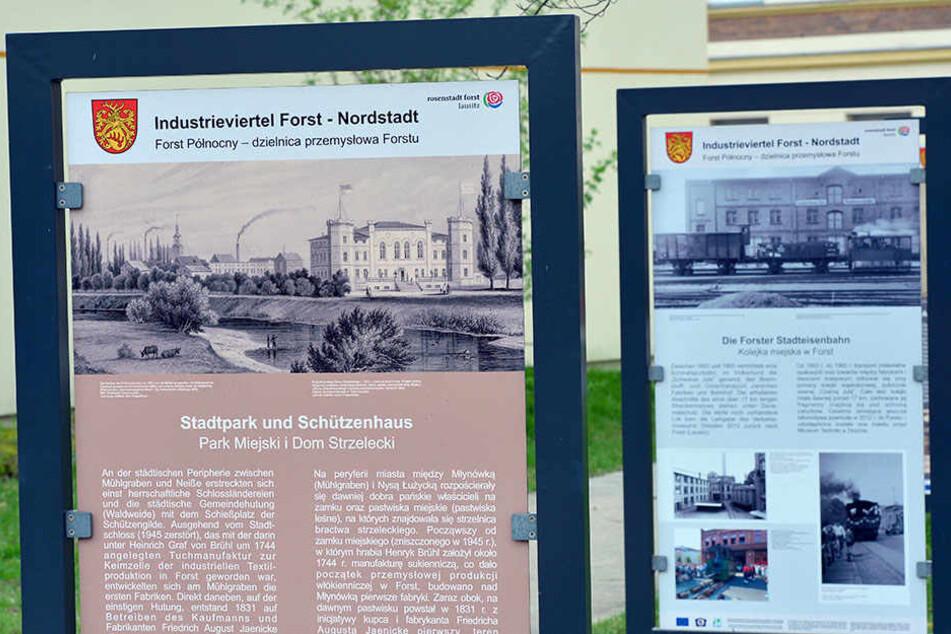 In Deutsch und Sorbisch: Eine Informationstafel im Rosengarten in Forst (Brandenburg).