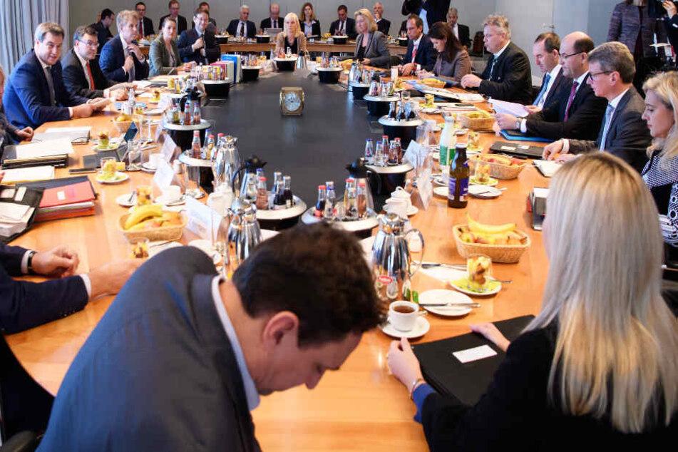 Das Kabinett beschäftigt sich mit dem Thema Hochwasserschutz. (Archivbild)