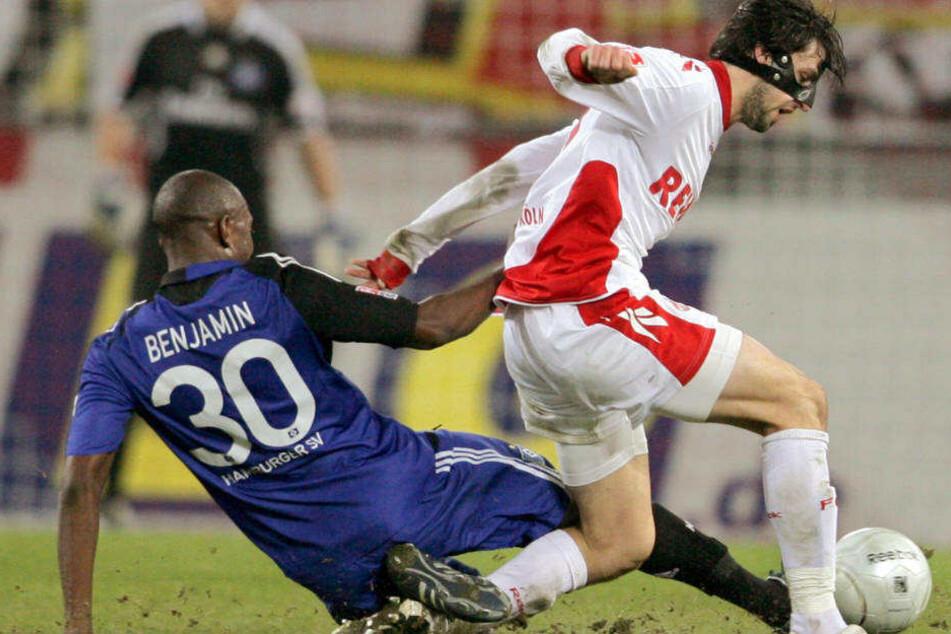 1. FC Köln - Hamburger SV am 7. Dezember 2008 im RheinEnergieStadion in Köln: Kölns Thomas Broich (r.) und der Hamburger Collin Benjamin versuchen den Ball zu spielen. Die Partie endete 1:2.
