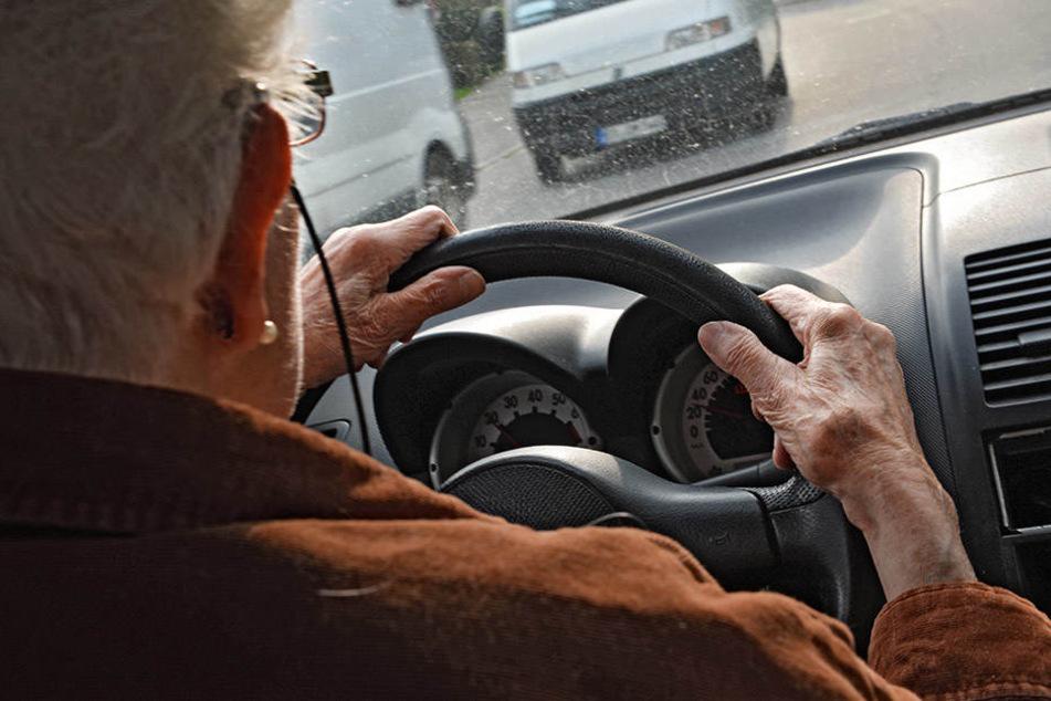 Die völlig betrunkene Autofahrerin hatte bis zur Polizeikontrolle in Leipzig 25 Kilometer zurückgelegt (Symbolbild).