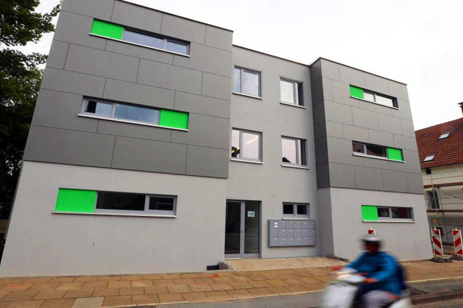 Der Neubau an der Heeper Straße sieht schick aus. Noch im August sollen die ersten Flüchtlinge einziehen.