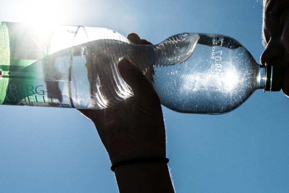 Die heruntergefallene Wasserflasche wurde dem 22-Jährigen zum Verhängnis. (Symbolbild)