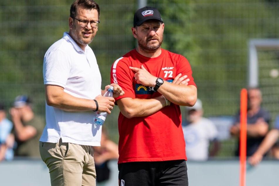 Regelmäßig unterhalten sich SCP-Manager Martin Przondziono und Trainer Steffen Baumgart über Jugendspieler.