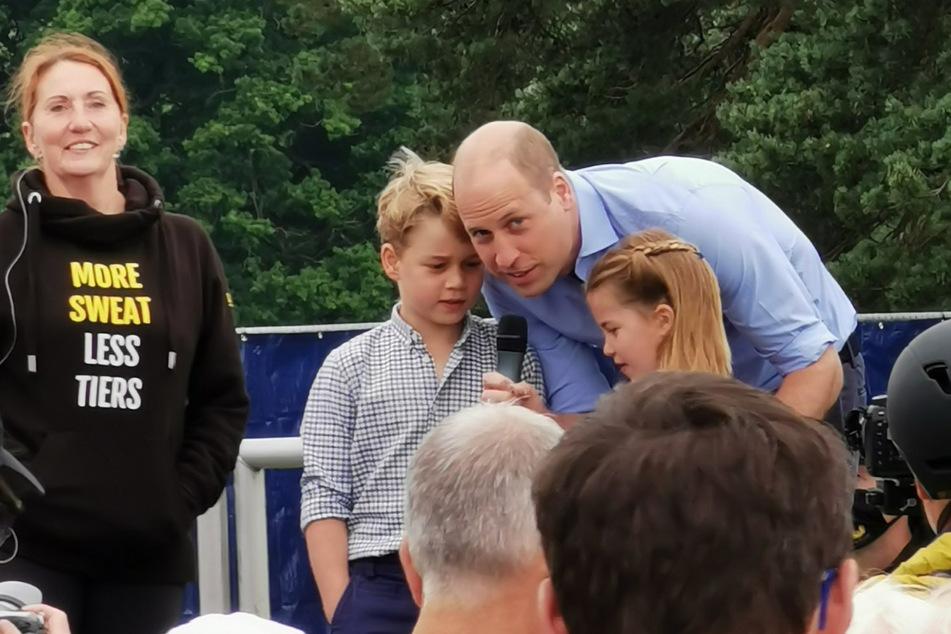 Prinz William (39) zusammen mit seinen Kindern Prinz George (7) und Prinzessin Charlotte (6) beim Vatertags-Spendenlauf in Sandringham.