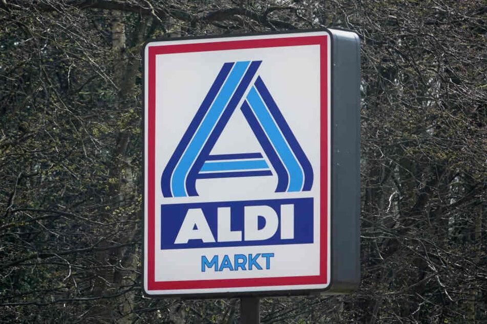 Das Logo von Aldi Nord ist am Schild eines Aldi Marktes zu sehen.
