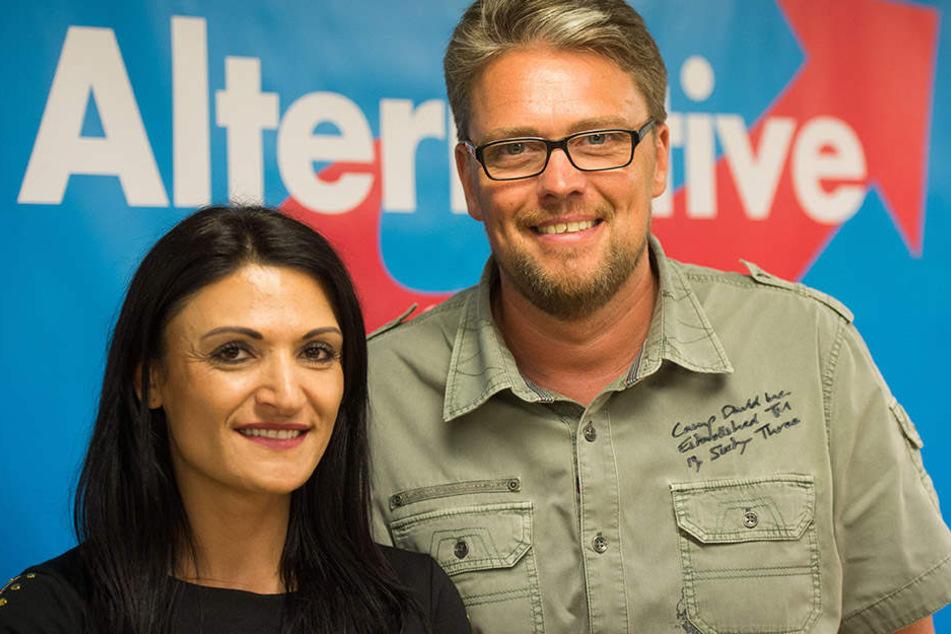 Leyla Bilge mit Parteikollegen Guido Reil. Bilge ist kurdischer Abstammung und engagiert sich für Flüchtlinge.