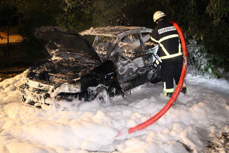 Die Feuerwehr konnte die Flammen zwar löschen, der Honda Civic allerdings war komplett dahin.