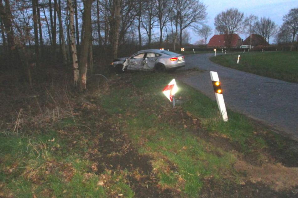 Promille-Crash: Betrunkener (26) verliert die Kontrolle über seinen Audi