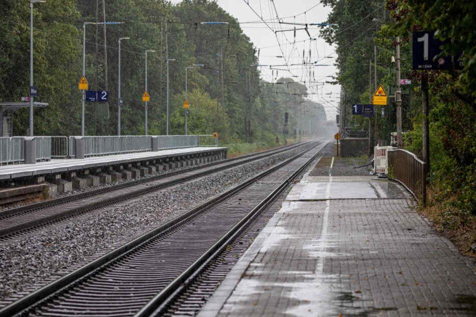 An diesem Bahnsteig am Bahnhof Voerde hatte sich das schreckliche Ereignis am Samstagmorgen abgespielt.