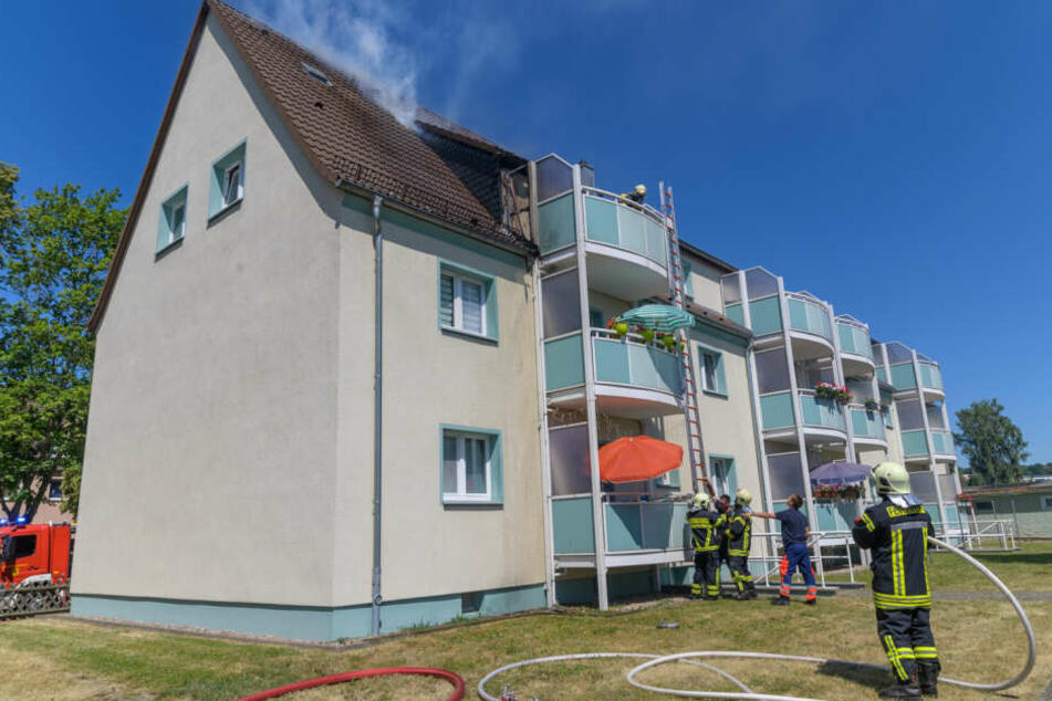 Das Feuer brach im Dachgeschoss des Hauses aus.