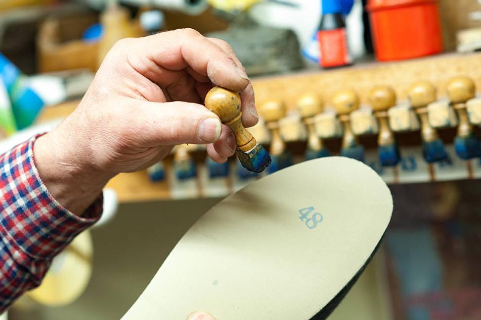 Die Filzschuhe der Cranzahler Firma Manfred Seidel entstehen in Handarbeit.