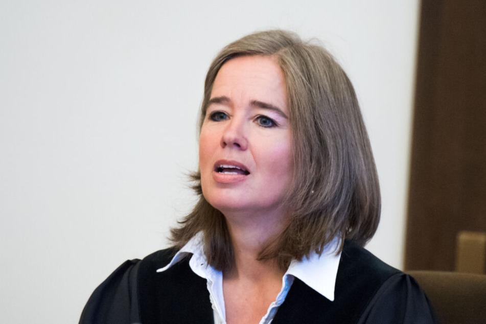 Richterin Anne Meier-Göring stellte den Anklagten in ihrer Befragung zur Rede.