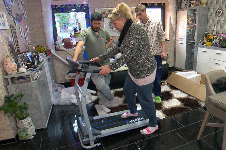 Haralds plötzliche Erkrankung hat Silvia wachgerüttelt: Sie will mehr auf gesunde Ernährung achten und besteht darauf, dass Sport getrieben wird. Konsequent bestellt die elffache Mutter jede Menge Sportgeräte.