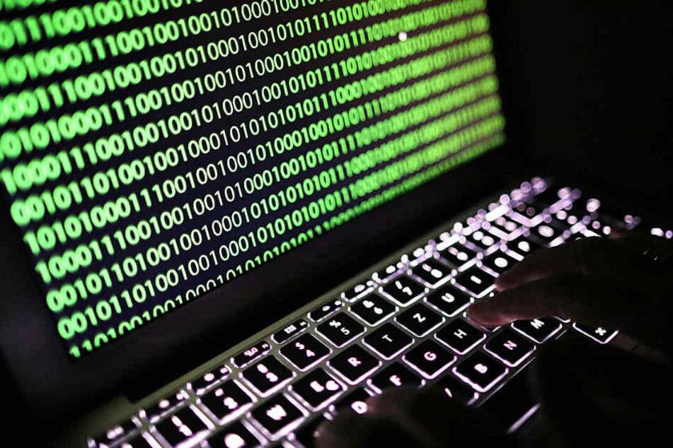 Bei dem Online-Angriff wurden Daten von Politikern und Prominenten gehackt.